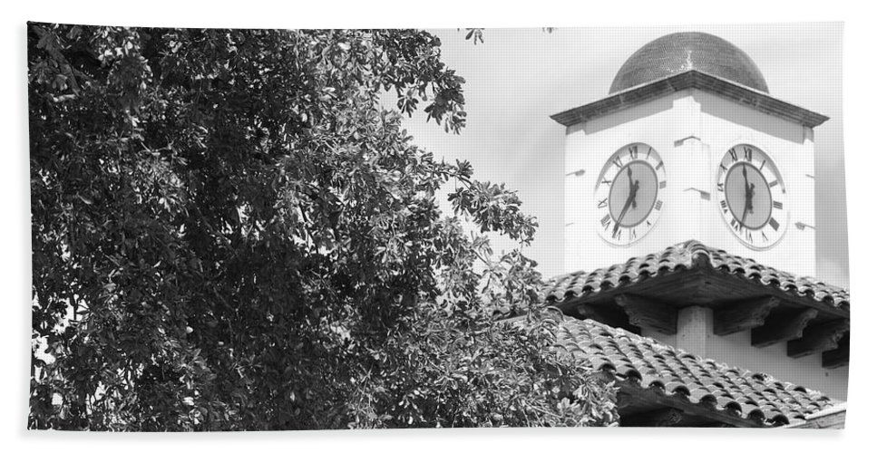 Clock Bath Towel featuring the photograph Clock Tower by Rob Hans