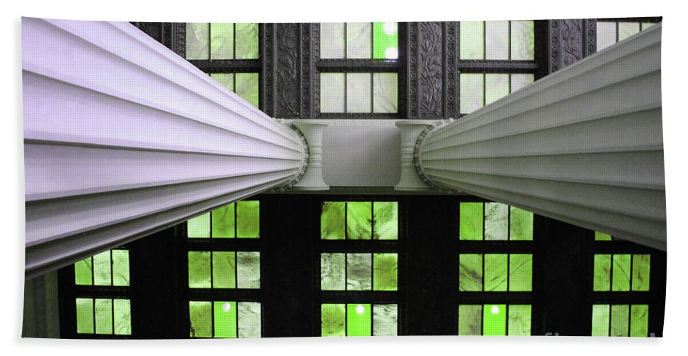 Lincoln Bath Sheet featuring the photograph 2 Column Stain Green by Jost Houk