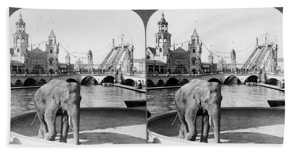 1904 Bath Sheet featuring the photograph Coney Island: Luna Park by Granger