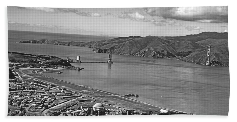 1930s Bath Towel featuring the photograph Gg Bridge Under Construction by Underwood Archives