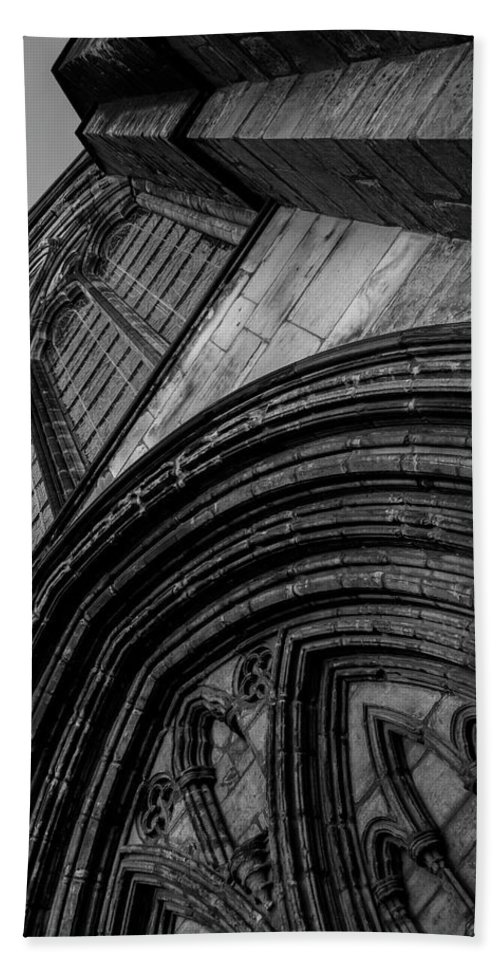 Glasgow Hand Towel featuring the photograph Glasgow Cathedral Bw by Rick Deacon
