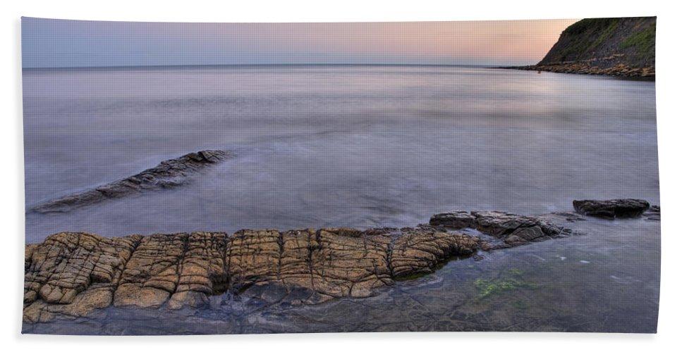 Kimmeridge Hand Towel featuring the photograph Kimmeridge Bay In Dorset by Ian Middleton