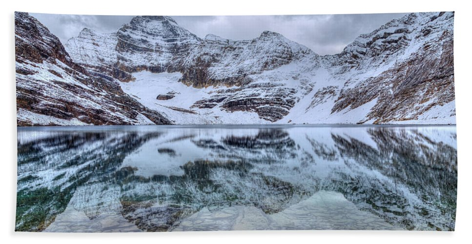 Lake Mcarthur Hand Towel featuring the photograph Lake Mcarthur Reflection Panoramic by James Anderson