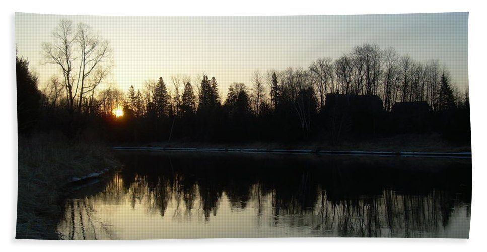Mississippi River Bath Sheet featuring the photograph Mississippi River Sunrise Reflection by Kent Lorentzen
