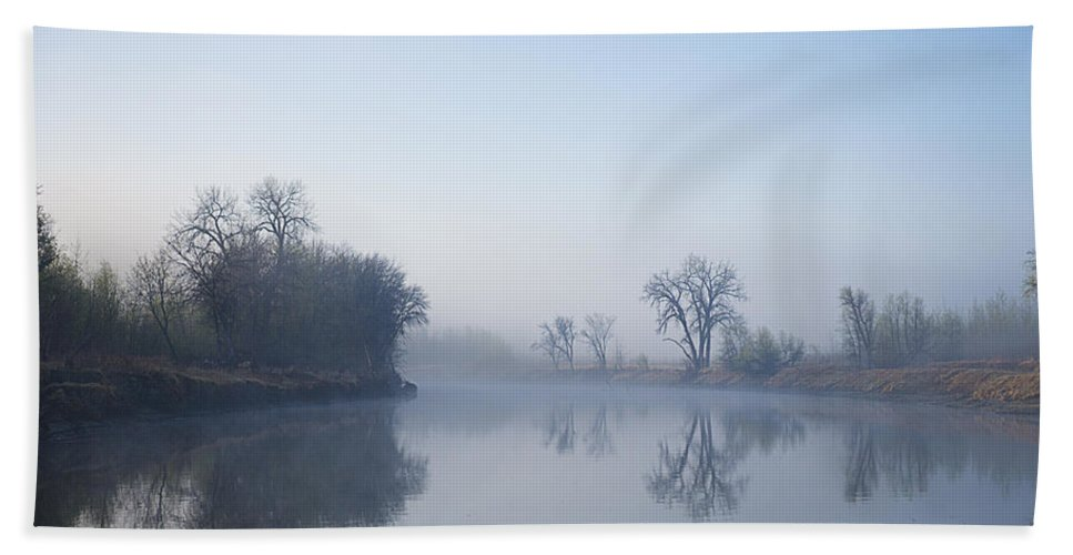 River Hand Towel featuring the photograph Morning On Red River by Donald Erickson
