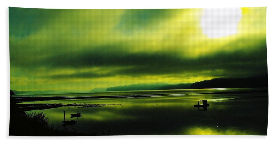 Liliwapu Wa Bath Sheet featuring the photograph On Golden Waters by Jeff Swan