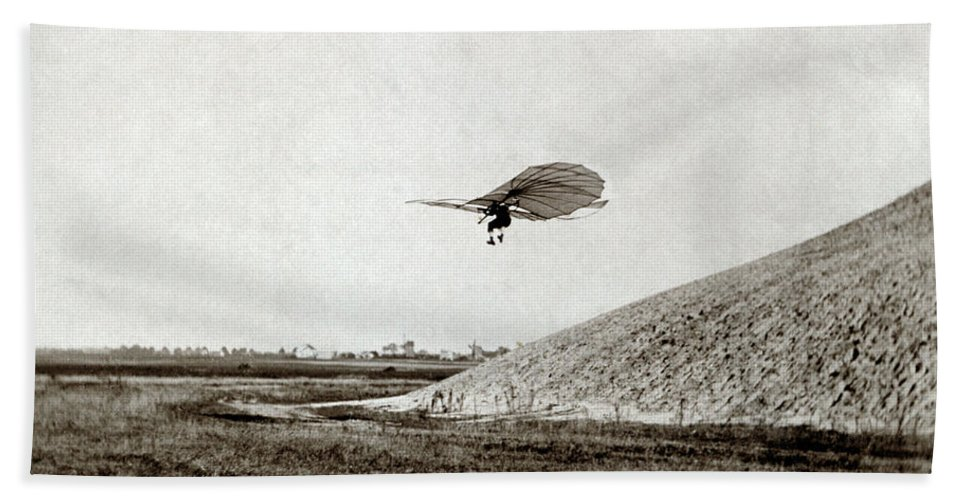 1895 Bath Sheet featuring the photograph Otto Lilienthal (1848-1896) by Granger
