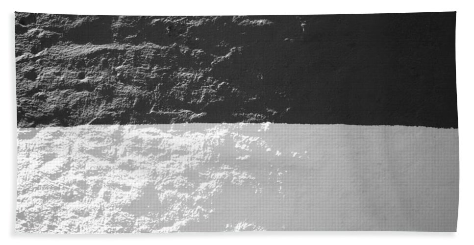 Sankaty Hand Towel featuring the photograph Sankaty Head Lighthouse Nantucket by Charles Harden