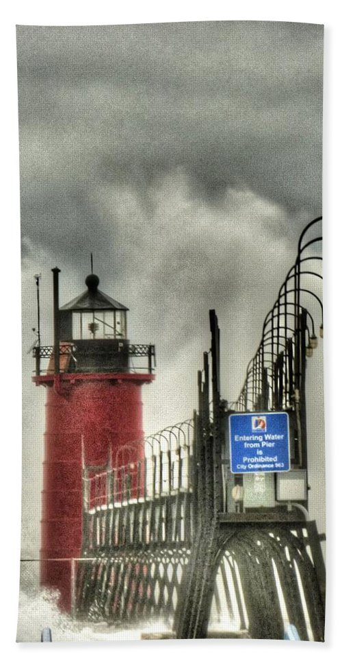 Lighthouse Hand Towel featuring the photograph South Haven Lighthouse by Patti Pappas