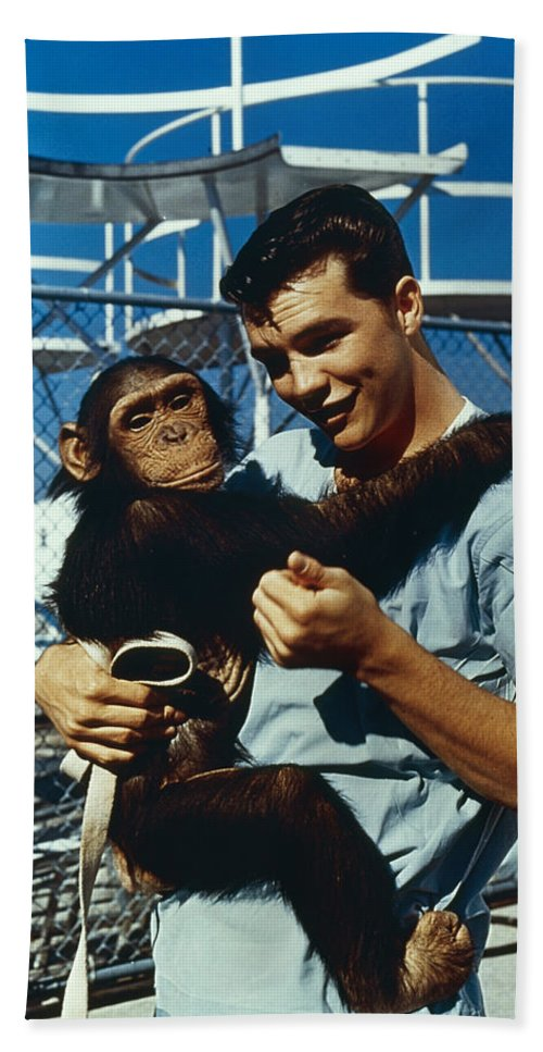 1961 Bath Sheet featuring the photograph Space: Chimpanzee, 1961 by Granger