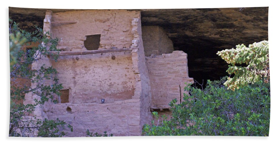 Landscape Bath Sheet featuring the photograph Spruce Tree House - Mesa Verde National Park by Glenn Smith