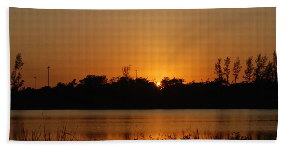Nature Hand Towel featuring the photograph Sunset On The Edge by Rob Hans