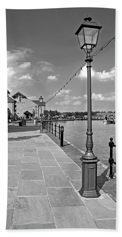 Black & White Bath Sheet featuring the photograph The Promenade At Barton Marina by Rod Johnson