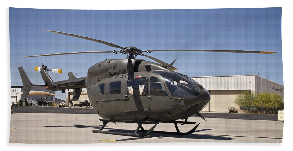 Exercise Angel Thunder Bath Sheet featuring the photograph Uh-72 Lakota Helicopter At Pinal by Terry Moore