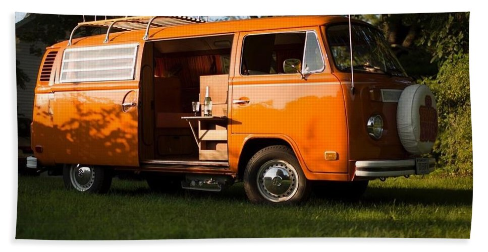 Volkswagen Bus T2 Westfalia Bath Towel featuring the photograph Volkswagen Bus T2 Westfalia by Jackie Russo