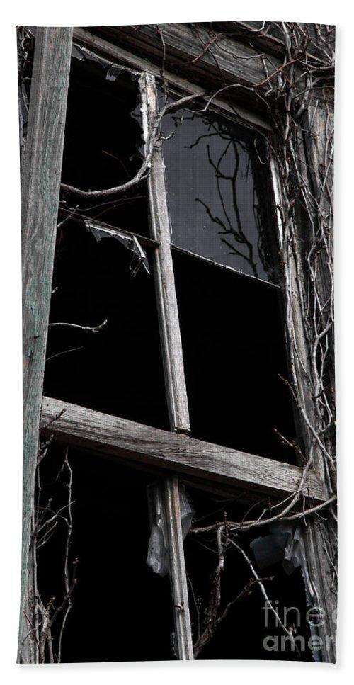 Windows Bath Towel featuring the photograph Window by Amanda Barcon