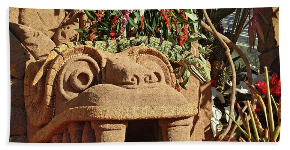 2013 Rose Parade Float Hand Towel featuring the photograph 2013 Rose Parade 13rp035 by Howard Stapleton