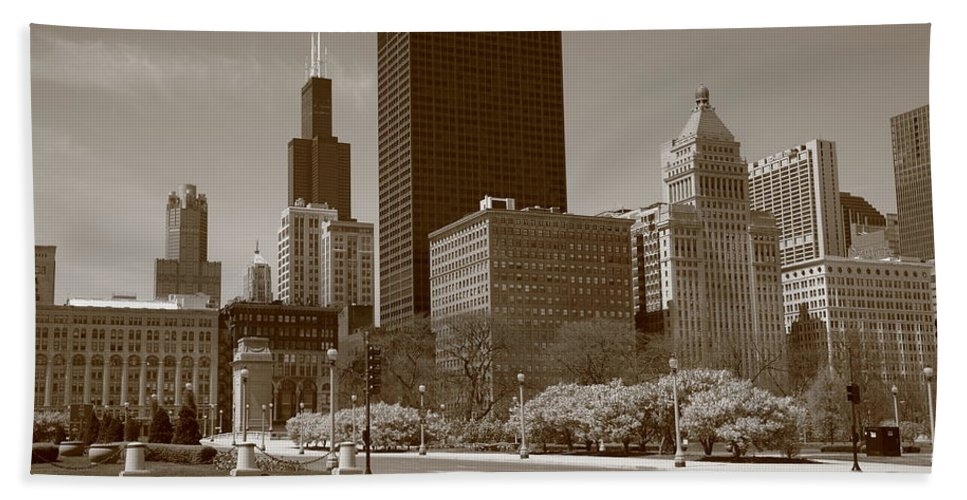 America Bath Sheet featuring the photograph Chicago Skyline by Frank Romeo