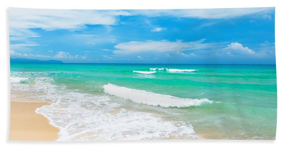 Beach Bath Towel featuring the photograph Beach by MotHaiBaPhoto Prints