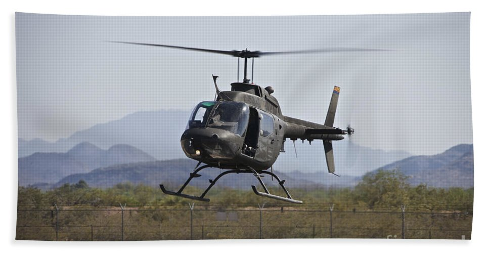 Exercise Angel Thunder Bath Sheet featuring the photograph An Oh-58 Kiowa Helicopter Of The U.s by Terry Moore
