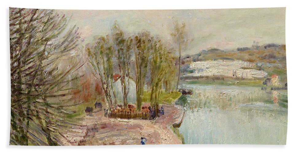 Alfred Sisley Bath Sheet featuring the painting Moret-sur-loing by Alfred Sisley