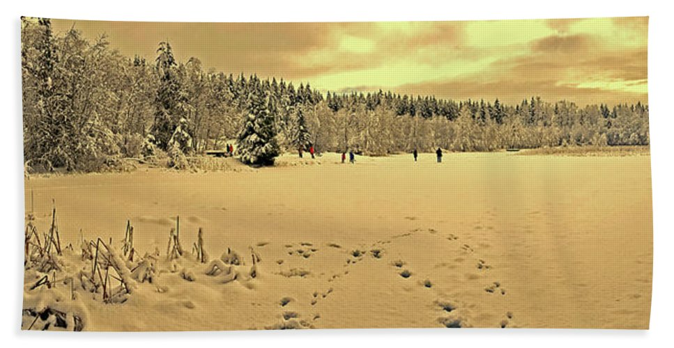 Vancouver Bath Sheet featuring the photograph Sunset At Winter Lake by Diwar Lee