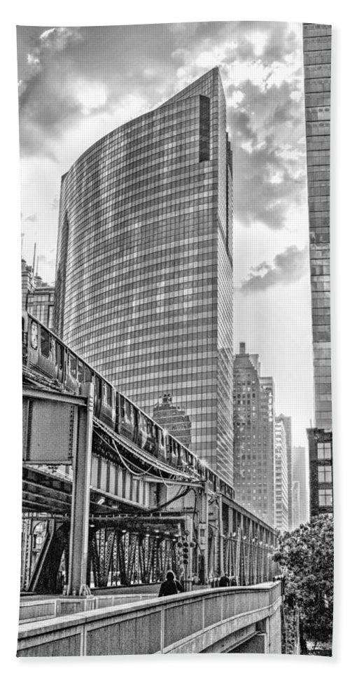 333 Hand Towel featuring the photograph 333 W Wacker Drive Black And White by Christopher Arndt