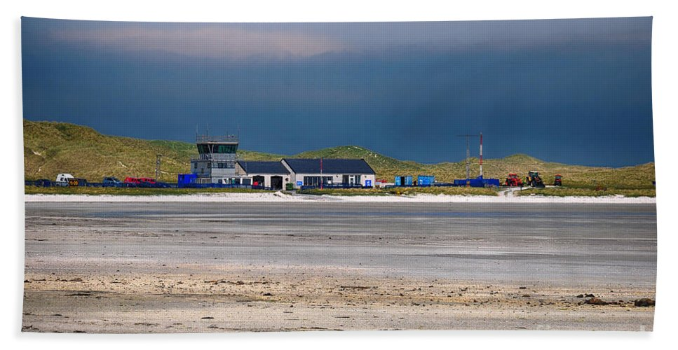 Barra Bath Towel featuring the photograph Barra Airport by Smart Aviation