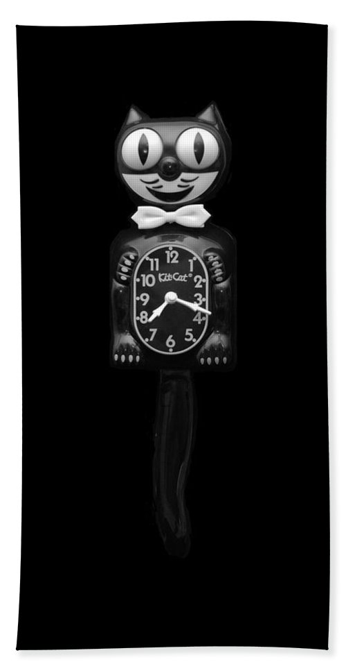 Black And White Bath Towel featuring the photograph Kit Cat Klock by Rob Hans