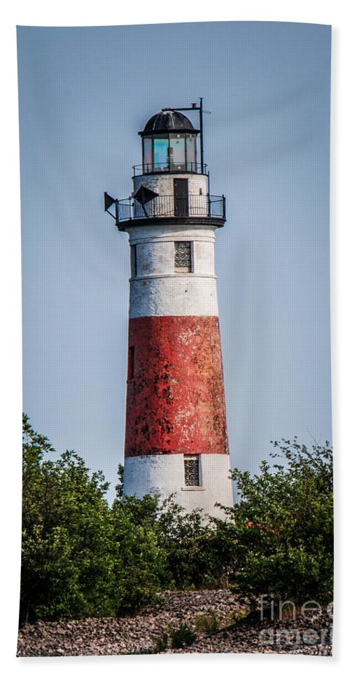 Middle Island Bath Sheet featuring the photograph Middle Island Lighthouse by Grace Grogan