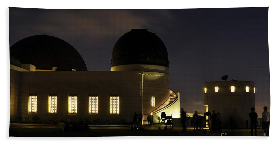 Clay Bath Towel featuring the photograph Night At Griffeth Observatory by Clayton Bruster