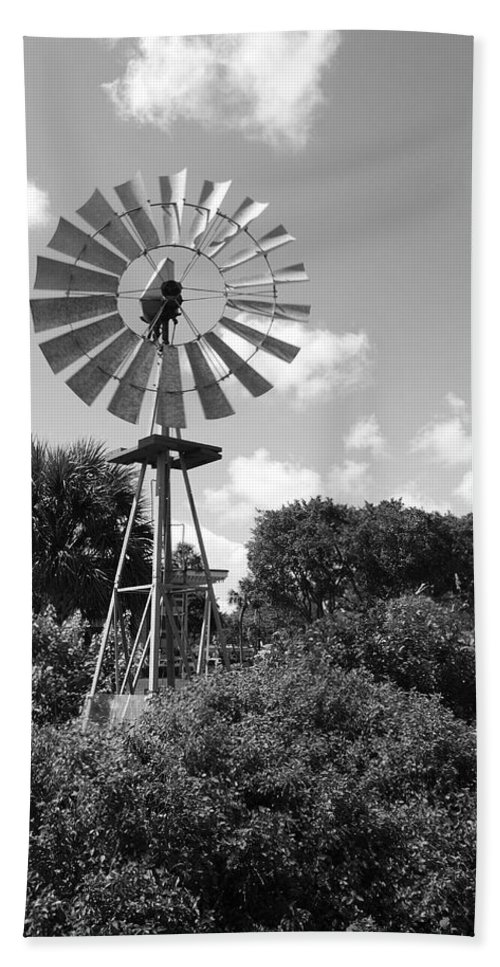 Black And White Bath Towel featuring the photograph Aermotor Windmill by Rob Hans