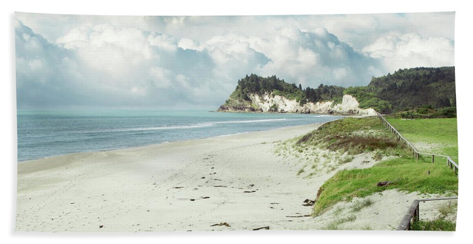 Bay Bath Sheet featuring the photograph Coastline by Les Cunliffe