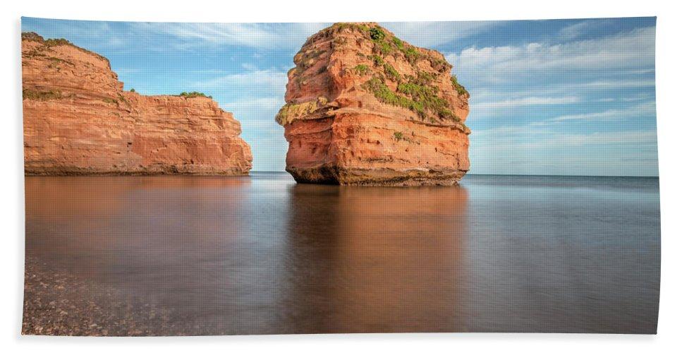 Ladram Bay Hand Towel featuring the photograph Ladram Bay - England by Joana Kruse
