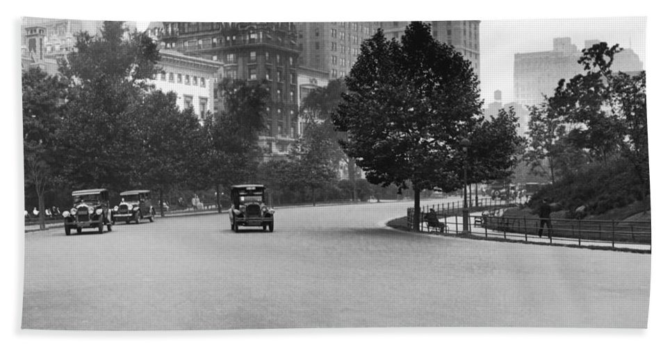 1920s Hand Towel featuring the photograph 59th Street By Central Park by Underwood & Underwood