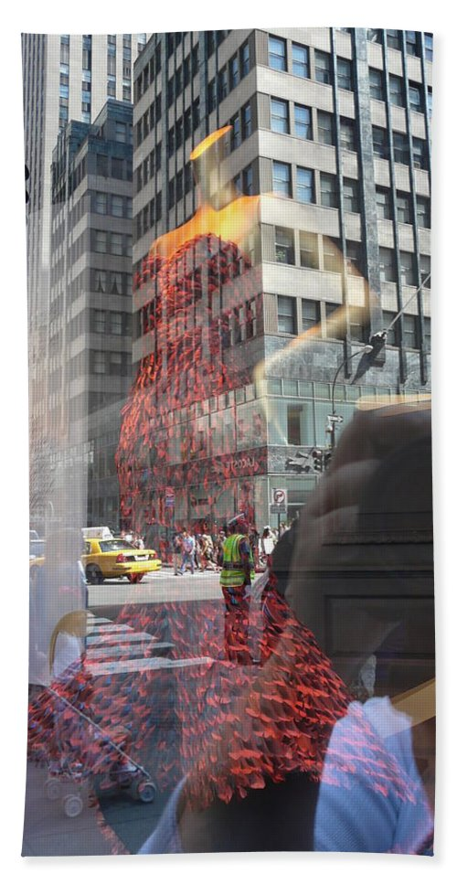 New York Bath Towel featuring the photograph 5th Avenue by Valerie Ornstein