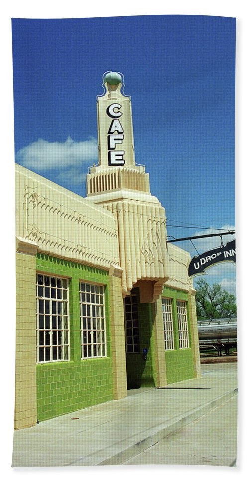 66 Bath Sheet featuring the photograph Route 66 - Conoco Tower Station by Frank Romeo