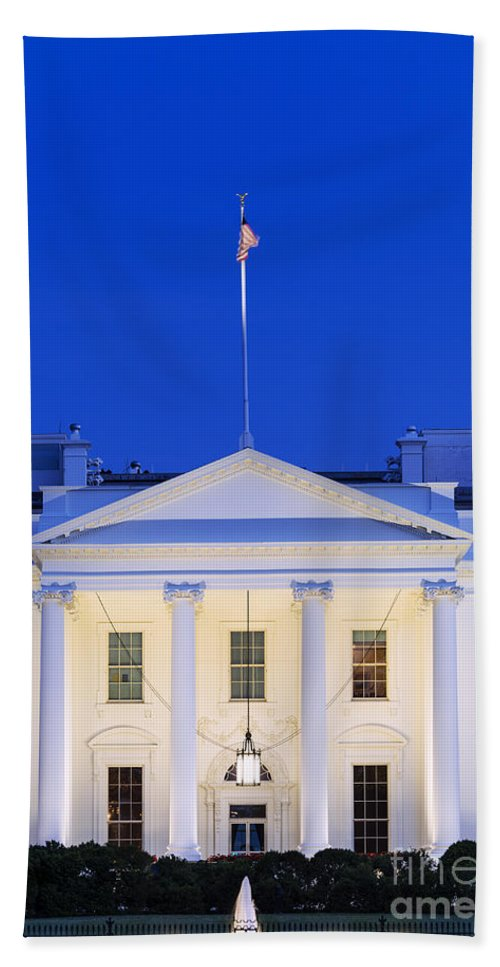 1600 Bath Sheet featuring the photograph The White House by John Greim