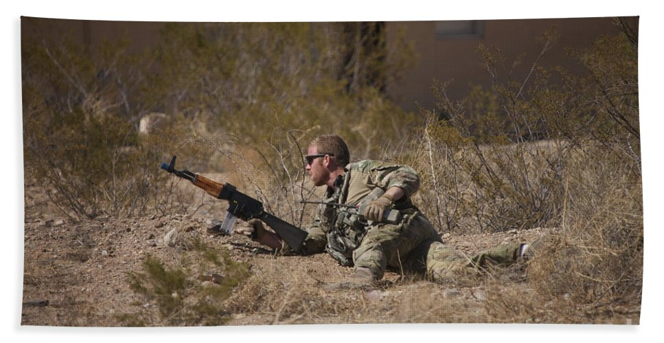 Exercise Angel Thunder Bath Sheet featuring the photograph U.s. Soldier Conducts A Combat Training by Terry Moore