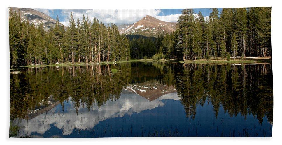 Usa Bath Sheet featuring the photograph Yosemite Reflections by LeeAnn McLaneGoetz McLaneGoetzStudioLLCcom