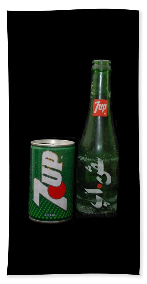Green Bath Towel featuring the photograph 7 Up by Rob Hans