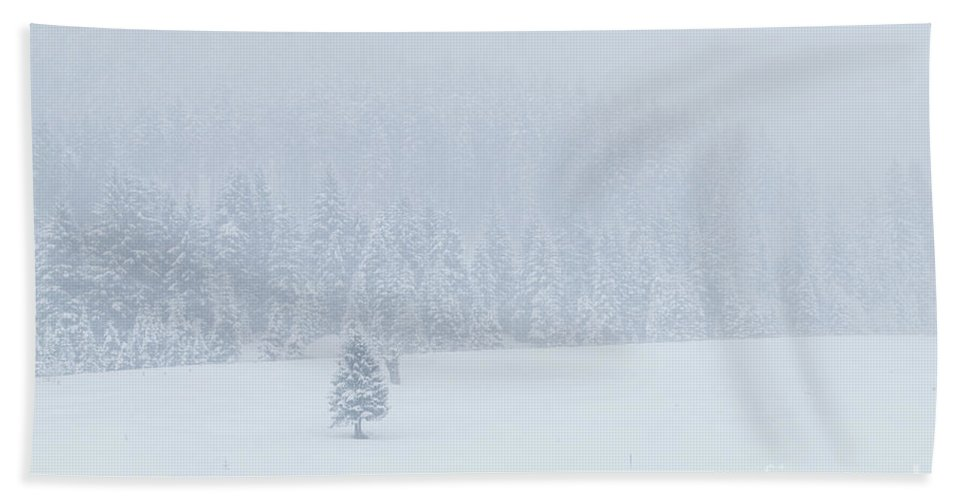 Horizontal Bath Sheet featuring the photograph Winter Landscapes by Travel and Destinations - By Mike Clegg