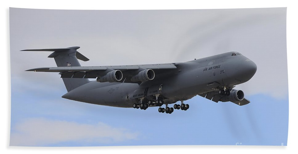 Horizontal Bath Sheet featuring the photograph A C-5 Galaxy In Flight Over Nevada by Remo Guidi