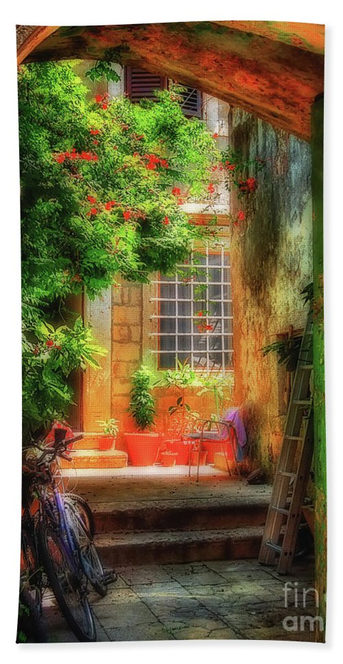 Doorway Bath Towel featuring the photograph A Glimpse by Lois Bryan