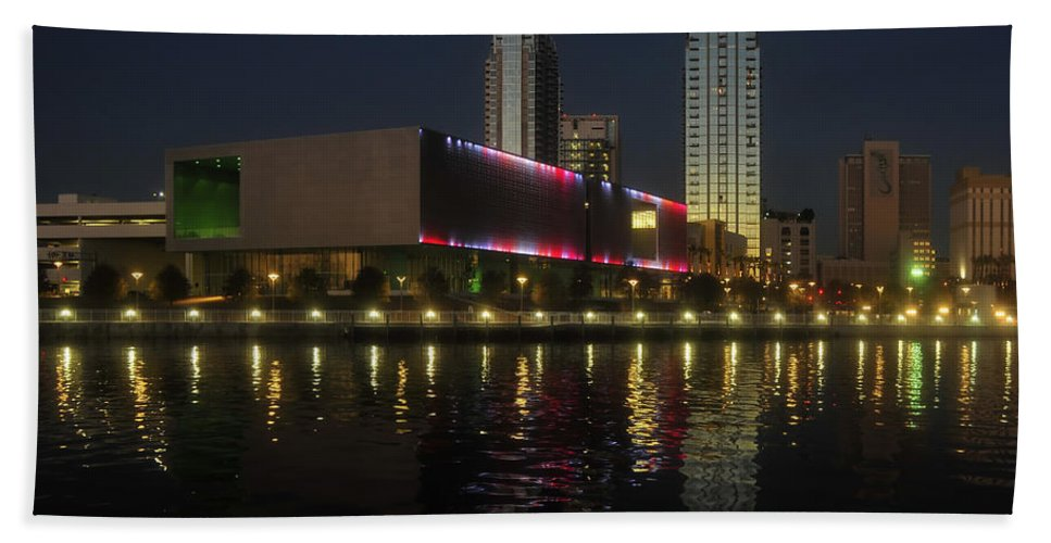 Tampa Museum Of Art Hand Towel featuring the photograph A Night At The Museum by David Lee Thompson