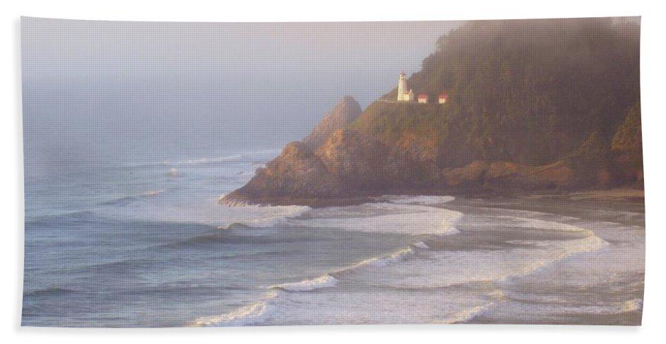 Oregon Coast Hand Towel featuring the photograph A Quiet Place by Deborah Crew-Johnson