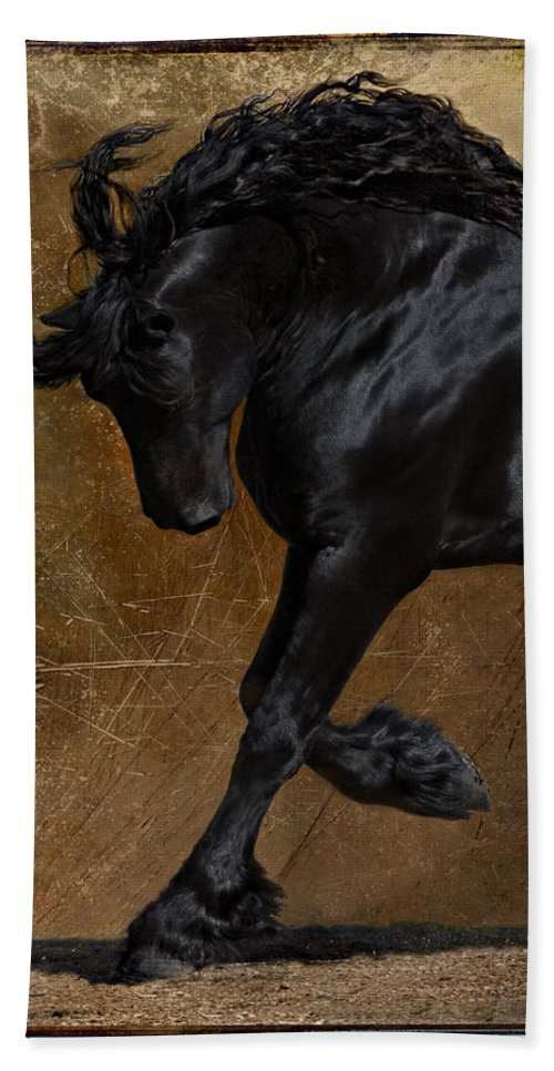 Horse Bath Towel featuring the photograph A Regal Bow by Jean Hildebrant