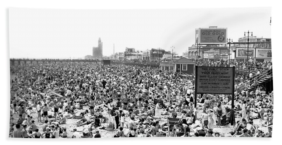 1930s Hand Towel featuring the photograph A Summer Day At Coney Island by Underwood Archives