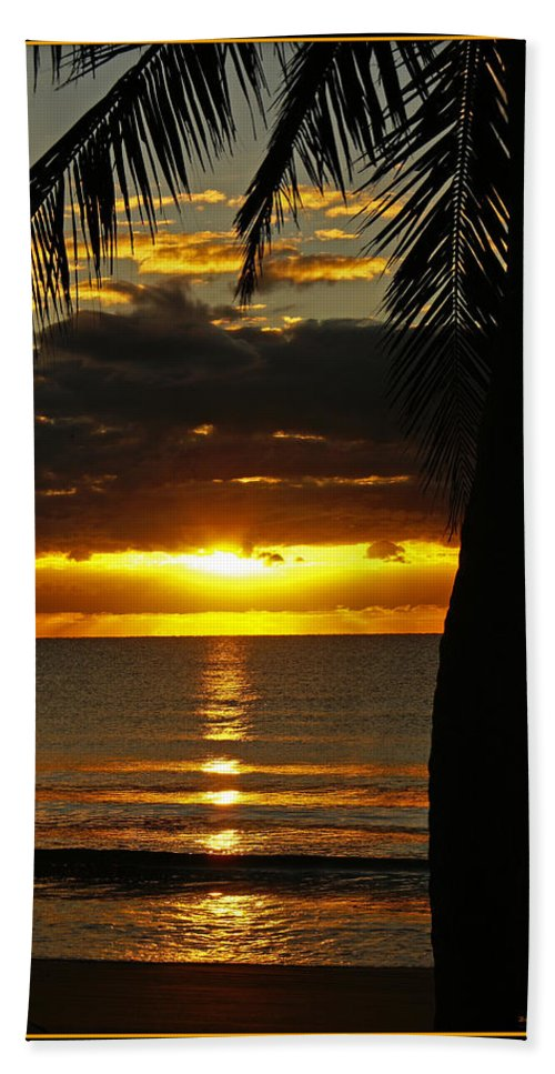 Landscape Hand Towel featuring the photograph A Touch Of Paradise by Holly Kempe