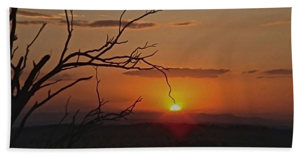 Quirindi Hand Towel featuring the photograph A Touch Of Paradise by Michelle Ngaire